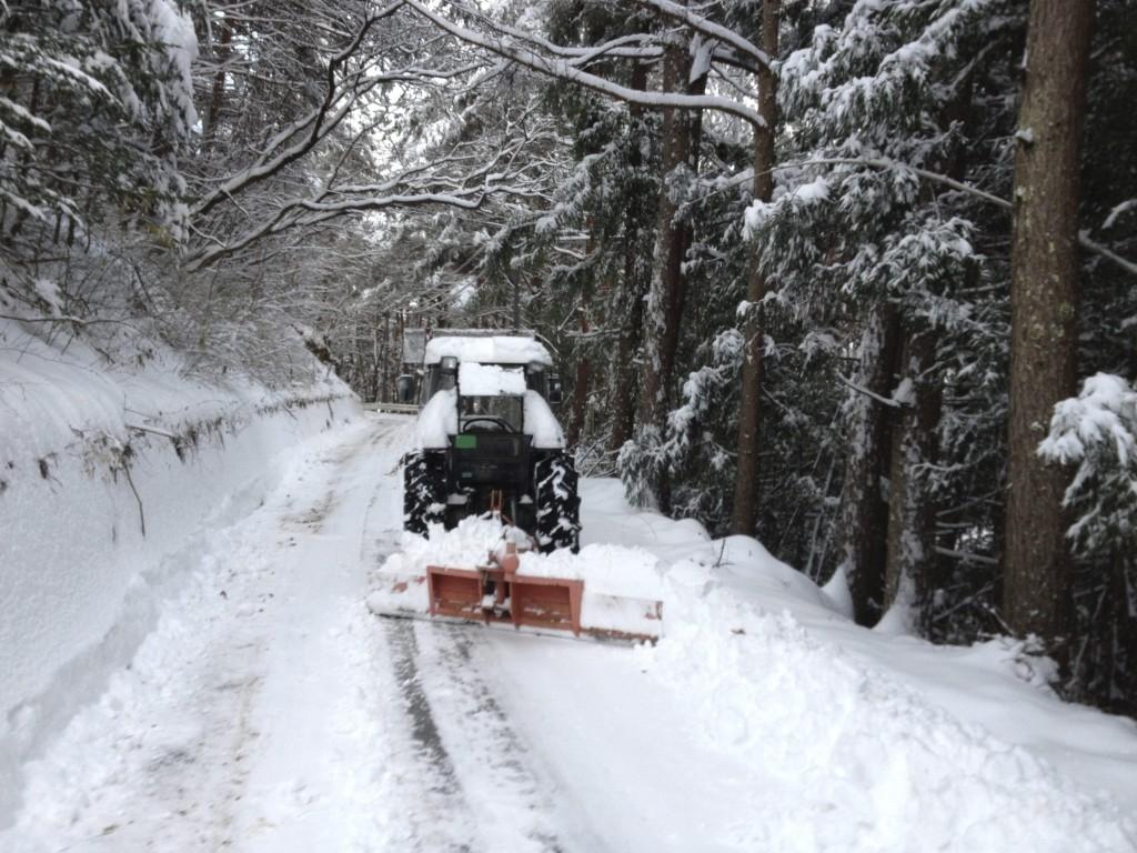 トラクターで除雪