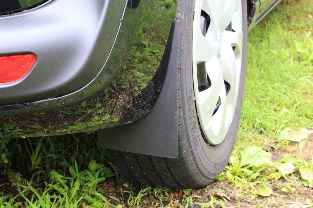 車に自作の泥除けを付ける