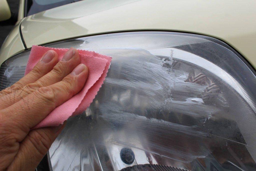 ヘッドライト磨きとバルブ交換の方法