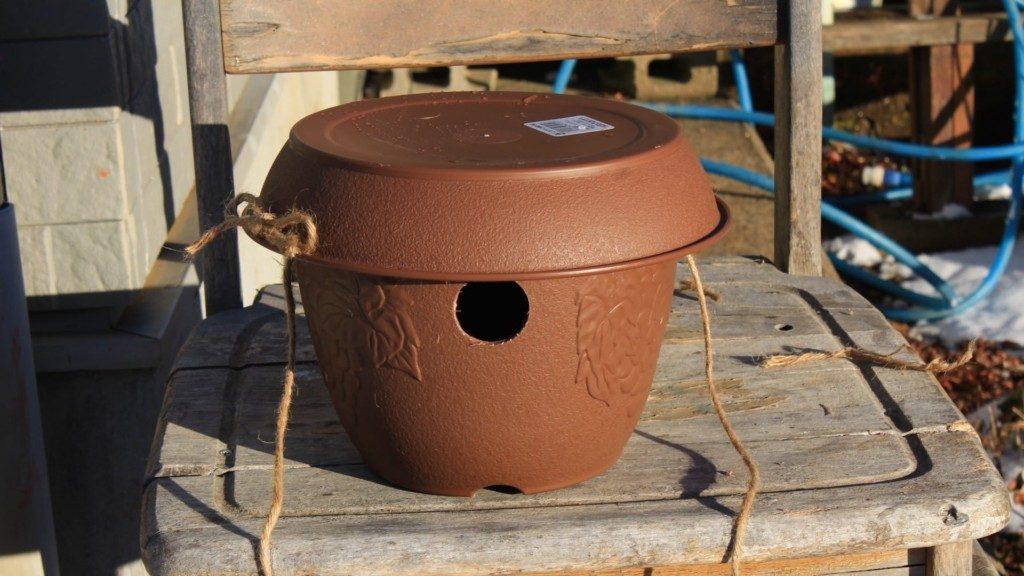 巣箱を100円ショップの植木鉢で激安に作る方法