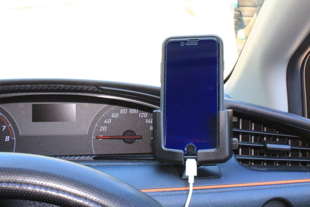 車載用携帯ホルダーでiPhoneをカーナビに