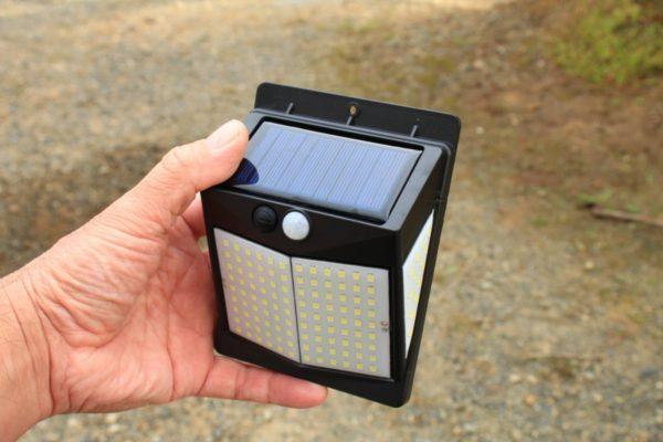 【取付簡単】4個セットのソーラー充電式LEDセンサーライト