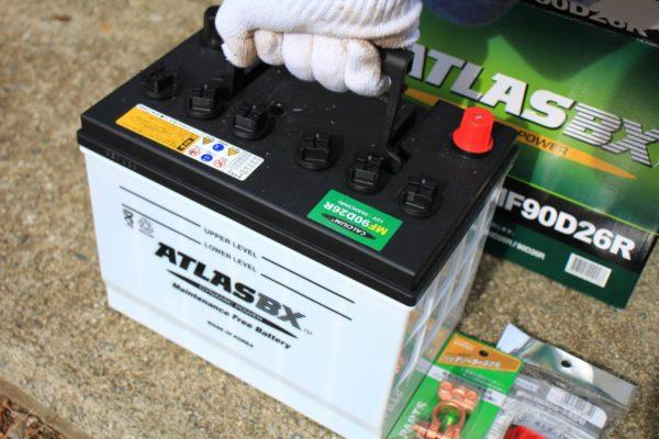トラクターのバッテリー90D26Rと端子の交換方法