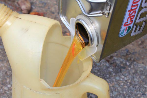 ダイハツエッセのエンジンオイル交換方法