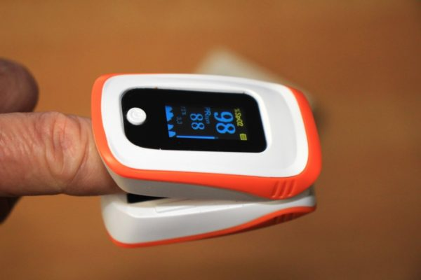 【一家に一台】パルスオキシメーター血中酸素飽和度測定器の勧め